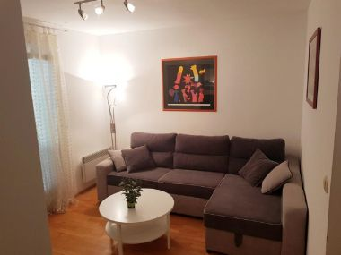 Apartmanok Zdravko - in the center with free parking: A1(2+2) Makarska - Riviera Makarska